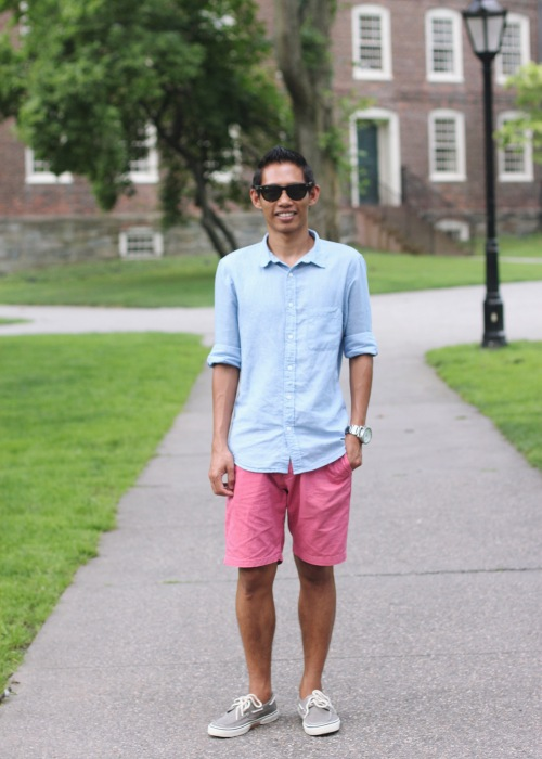 Skirt The Rules Blog; NYC fashion blogger; style blog; summer outfit photos; men's summer fashion; H&M chambray shirt; J.Crew pink chino shorts; Sperry Topsider gray boat shoes; Ray-Ban large tortoise Wayfarers Nixon Silver 51-50 Watch